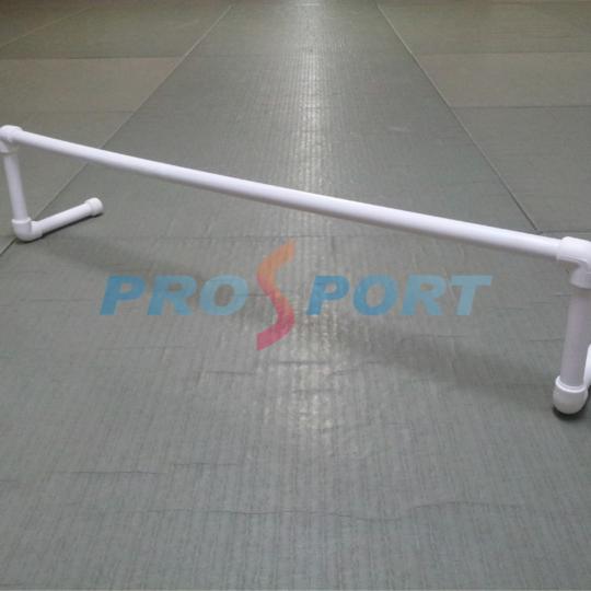 Gard pentru antrenament alb,dispus in sala