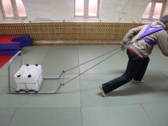 Sanie antrenament pentru bidoane folosita in sala