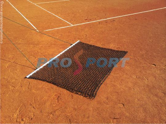 Plasa nivelare teren tenis dispusa pe teren de zgura