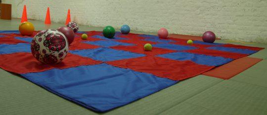 Covorul fermecat albastru cu rosu