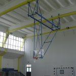 Sistem baschet rabatabil pe plafon montat in sala de sport