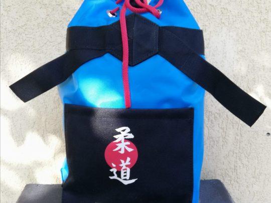 Rucsac arte martiale albastru cu nergru, personalizat