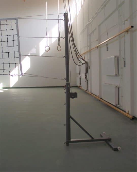 stalpi combinati mobili reglabili in pozitie de joc pentru volei, cu fileu