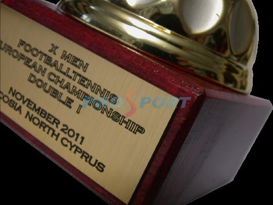 Personalizare cupe trofee figurine
