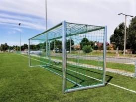 poarta fotbal aluminiu 4 prize cu plasa, montata pe teren